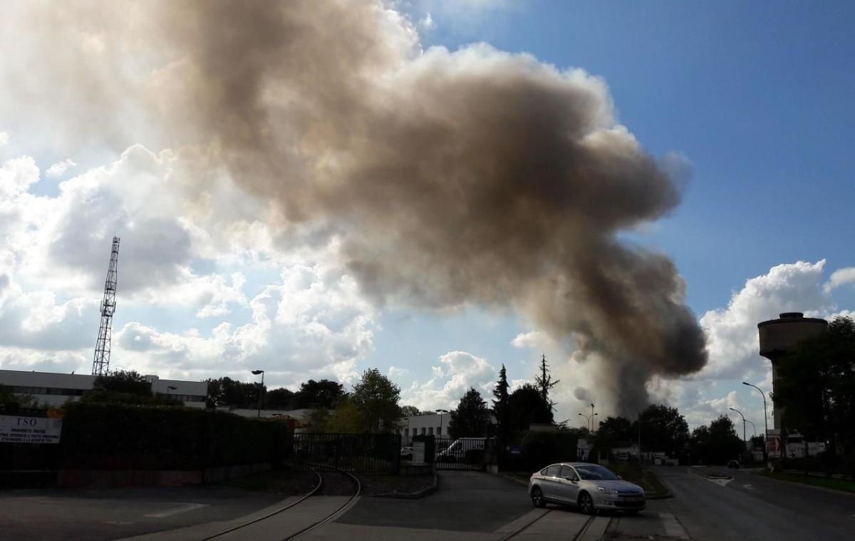 Important incendie d'entrepôt à Chelles,